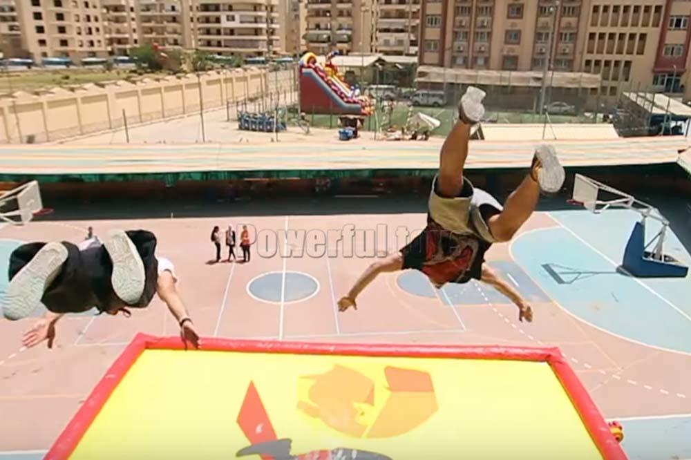 Powerful Toys free-fall air stunt stunt for skateboard