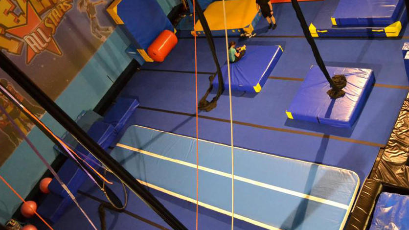 Powerful Toys longest air track trampoline top selling floor