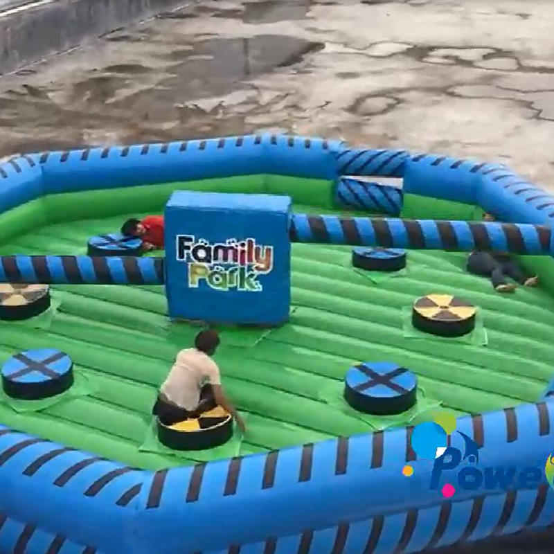 How to play the inflatable wipe out game ?